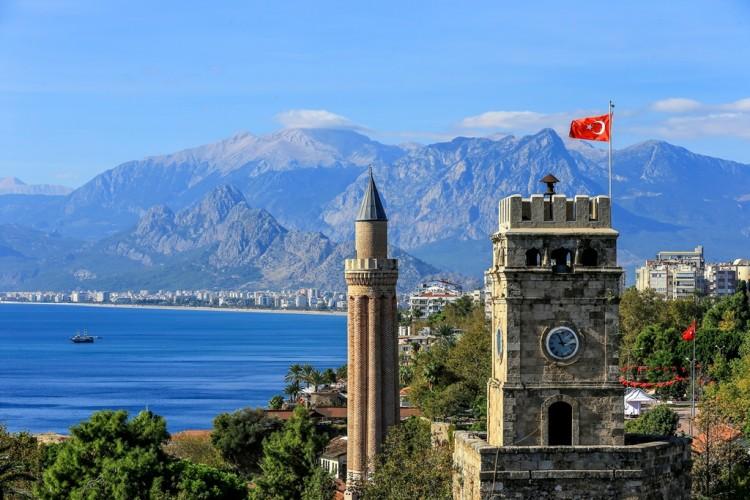 Antalya Saat Kulesi ve Yivli Minare
